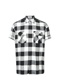 schwarzes und weißes Kurzarmhemd mit Karomuster