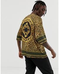 senf T-Shirt mit einem Rundhalsausschnitt mit Leopardenmuster von ASOS DESIGN