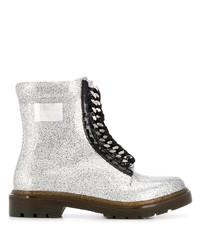 silberne flache Stiefel mit einer Schnürung aus Leder von Casadei