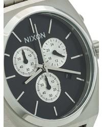 silberne Uhr von Nixon