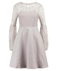 silbernes ausgestelltes Kleid aus Spitze von YAS
