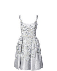 silbernes verziertes ausgestelltes Kleid von Marchesa