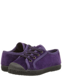 violette Turnschuhe