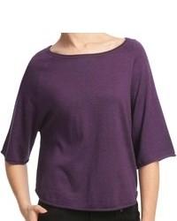violetter Pullover mit einem Rundhalsausschnitt