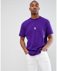 violettes T-Shirt mit einem Rundhalsausschnitt
