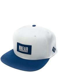 weiße Baseballkappe von Nike