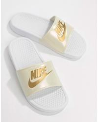 weiße bedruckte Gummi flache Sandalen von Nike