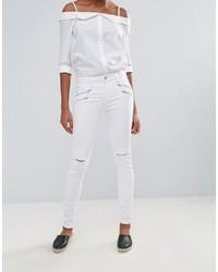 weiße enge Jeans mit Destroyed-Effekten