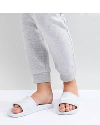 weiße flache Sandalen aus Leder von Nike