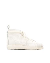 weiße flache Stiefel mit einer Schnürung aus Leder von adidas