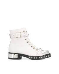weiße flache Stiefel mit einer Schnürung aus Leder von Alexander McQueen