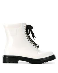 weiße flache Stiefel mit einer Schnürung aus Leder von Casadei