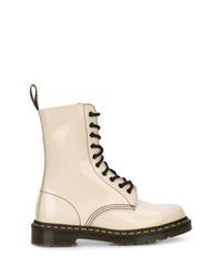weiße flache Stiefel mit einer Schnürung aus Leder von Marc Jacobs