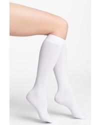weiße hohe Socken
