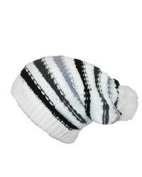 weiße horizontal gestreifte Mütze