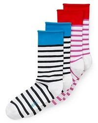 weiße horizontal gestreifte Socke