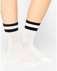 weiße horizontal gestreifte Socken von Monki