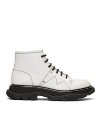 weiße klobige flache Stiefel mit einer Schnürung aus Leder von Alexander McQueen
