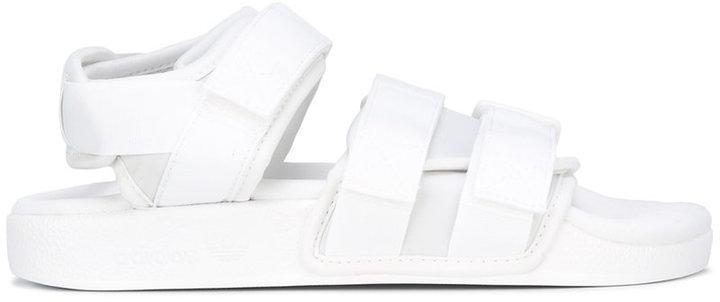 weiße Sandalen von adidas