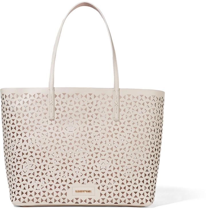 e7d1ef4e561a8 ... weiße Shopper Tasche aus Leder mit geometrischem Muster von Elizabeth  and James ...