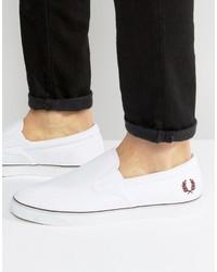 weiße Slip-On Sneakers aus Segeltuch von Fred Perry