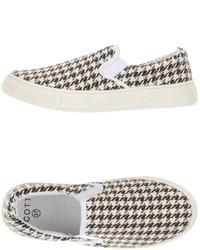 weiße Slip-On Sneakers mit Hahnentritt-Muster