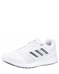 weiße Sportschuhe von adidas