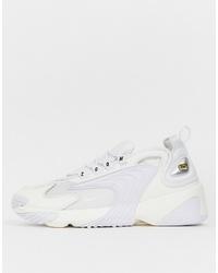 weiße Sportschuhe von Nike