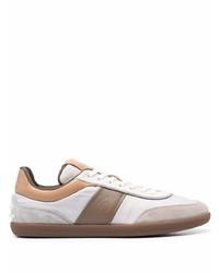 weiße und braune Segeltuch niedrige Sneakers