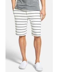 weiße und dunkelblaue horizontal gestreifte Shorts