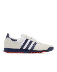 weiße und dunkelblaue Segeltuch niedrige Sneakers