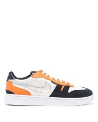 weiße und dunkelblaue Segeltuch niedrige Sneakers von Nike