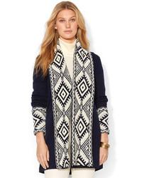 weiße und dunkelblaue Strickjacke mit einer offenen Front mit geometrischen Mustern
