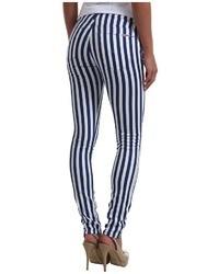weiße und dunkelblaue vertikal gestreifte enge Jeans