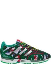 weiße und grüne bedruckte niedrige Sneakers