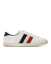 weiße und rote und dunkelblaue horizontal gestreifte niedrige Sneakers von Moncler