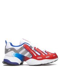 weiße und rote und dunkelblaue Sportschuhe von adidas