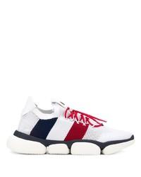 weiße und rote und dunkelblaue Sportschuhe von Moncler