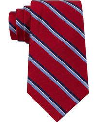weiße und rote und dunkelblaue vertikal gestreifte Krawatte