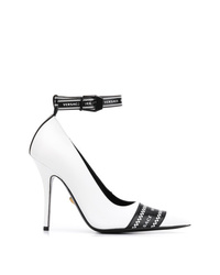 weiße und schwarze bedruckte Leder Pumps von Versace