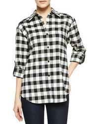 weiße und schwarze Bluse mit Knöpfen mit Vichy-Muster