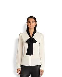 weiße und schwarze Bluse mit Knöpfen