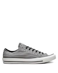 weiße und schwarze horizontal gestreifte Segeltuch niedrige Sneakers