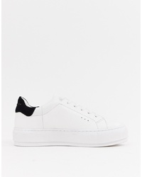 weiße und schwarze niedrige Sneakers von Kurt Geiger London