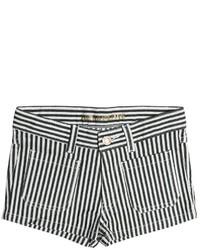 weiße und schwarze Shorts