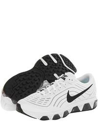 weiße und schwarze Sportschuhe