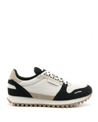 weiße und schwarze Sportschuhe von Emporio Armani