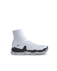 weiße und schwarze Sportschuhe von Swear