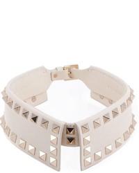 weiße verzierte Halskette