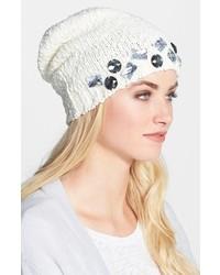 weiße verzierte Mütze